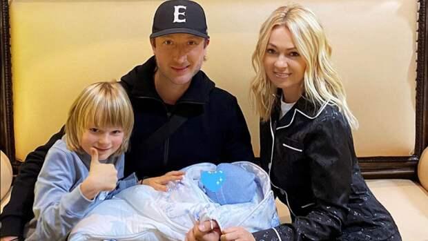 Плющенко и Рудковская крестили младшего сына