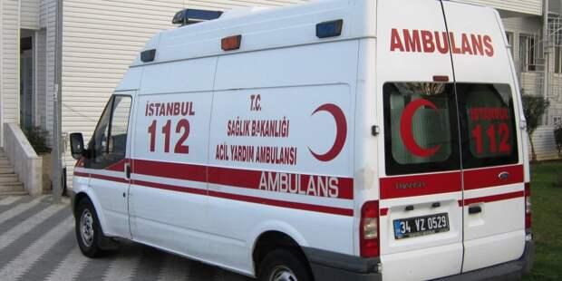 В Турции около 50 человек завалило снегом из-за схода лавины