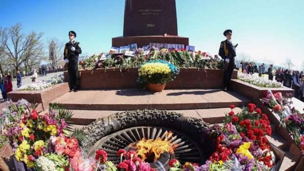 Одесситы поддержали вышедших на парад Победы в Донбассе