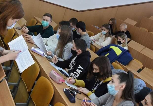 Походи по рынку. Как петербургские вузы конкурируют за деньги студентов
