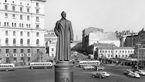 Прокуратура признала незаконным снос памятника Дзержинскому на Лубянской площади в Москве