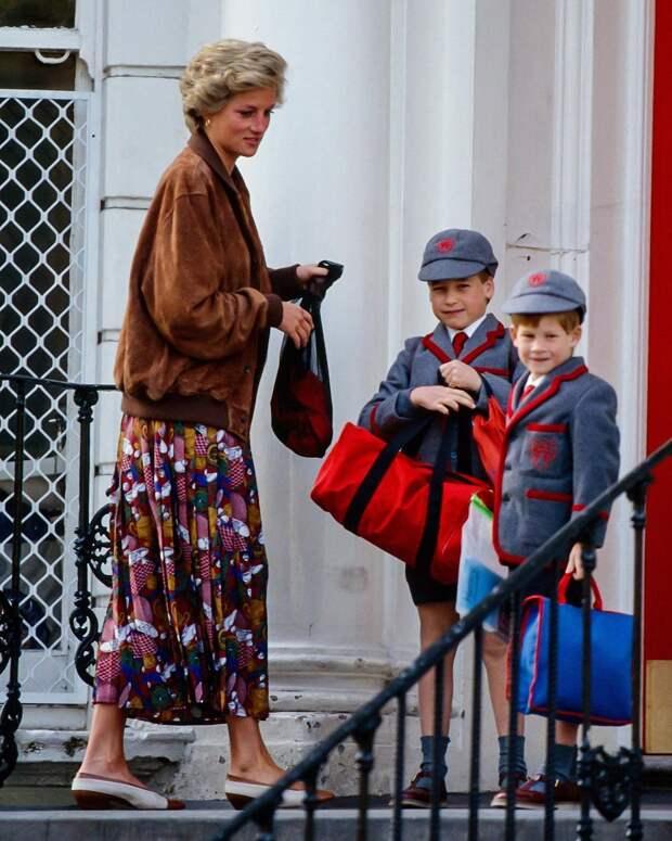 Носите куртки-бомберы даже под строгие вещи, как принцесса Диана
