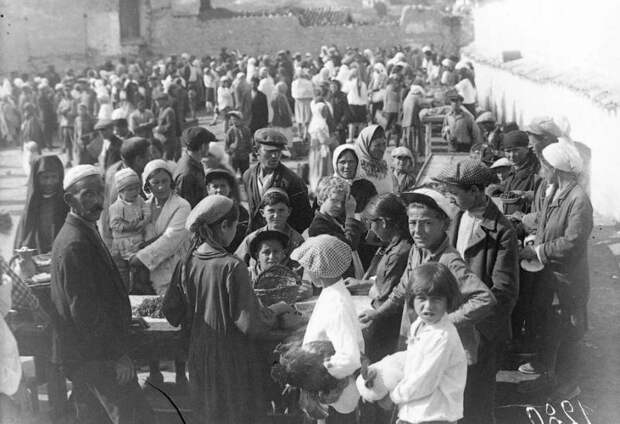 Загадки депортации в СССР: представителей одних народов переселяли, других не трогали