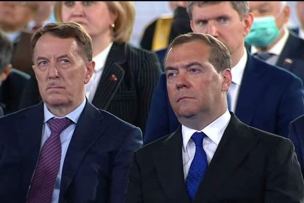 Медведев пошел в разгул
