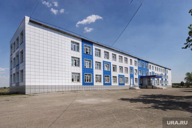 Фасад школы впригороде Кургана отремонтировали содной стороны