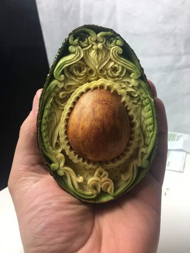 Авокадо за час превратилось в резной шедевр авокадо, красота, потрясающе, резьба, своими руками, удивительно, фрукты