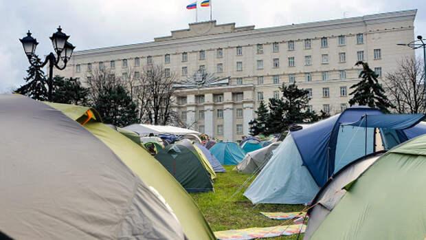 Торговцы аксайских рынков хотят разбить палатки перед зданием Правительства РО