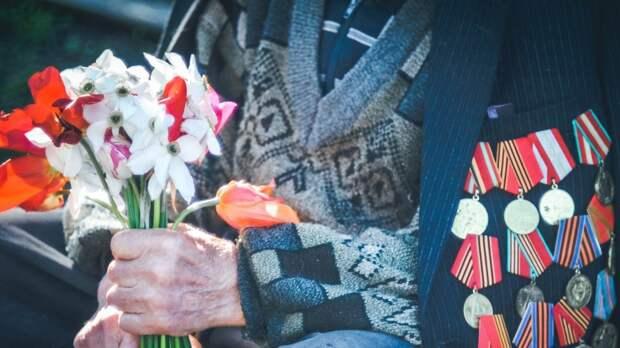 Жительнице блокадного Ленинграда Анне Егоровой вручили памятные медали СК РФ