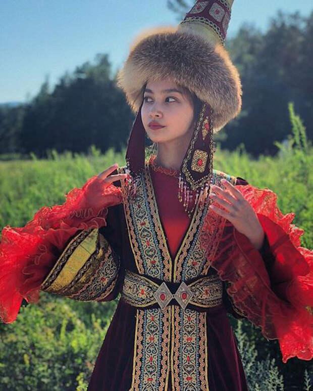 Жизнь вторых жен Кыргызстана: почему выходят замуж за уже женатого