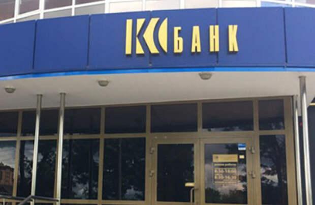 В Мордовии люди стоят в очередях за компенсацией после лишения регионального банка лицензии