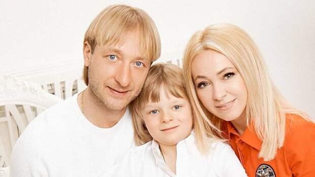 Плющенко улетел на семейный отдых с женой и сыном: «Набираться сил и энергии!»