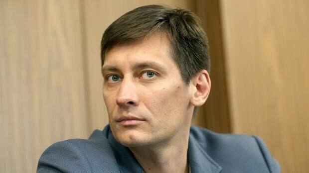 «Слава Богу, что никакие военные действия не объявили». Дмитрий Гудков — о послании Путина