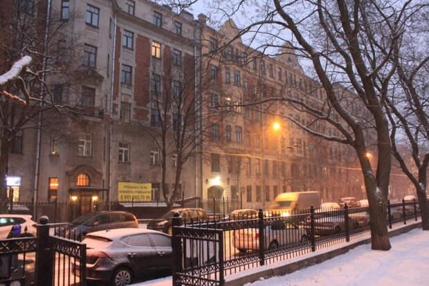В Петербурге идет снег