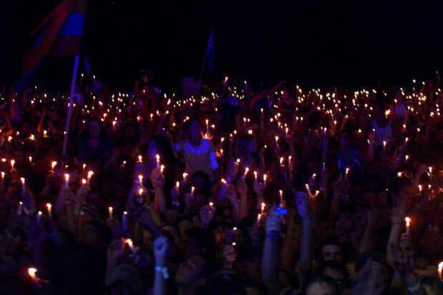 """После выступления Перцев люди подняли в воздух """"свечи мира"""" 90-е, Вспомним, Фестиваль, вудсток, музыка, рок, трэш, фото"""