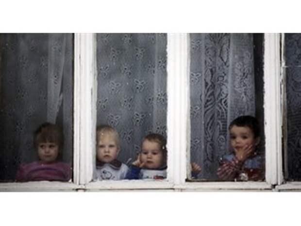 Проблема сиротства в современной России: пора бить в колокола?
