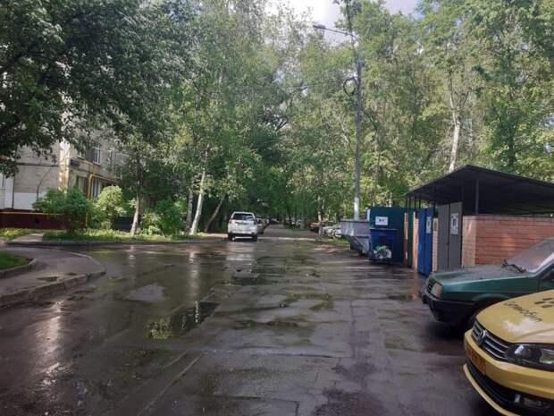 Контейнер убрали со двора на Дубнинской улице