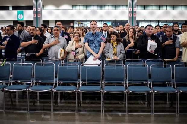 INMIGRACIÓN - Lanzan campaña que busca naturalizar a dos millones de inmigrantes