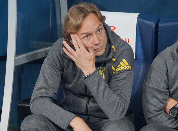 СТРЕПЕТОВ: Карпин лукавит, говоря, что вызвал игроков, играющих в основе своих клубов – почему тогда в списке Чистяков?