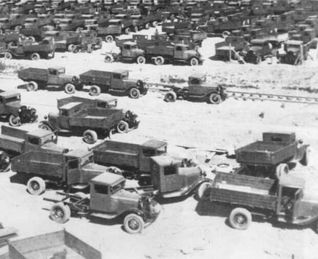 """Водолазы на """"Дороге жизни"""" подняли 200 грузовиков. Чего мы еще не знаем про их подвиги в войну?"""