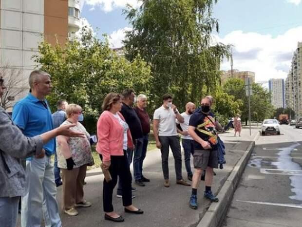 На субботнем обходе решили установить светофор на улице Маргелова