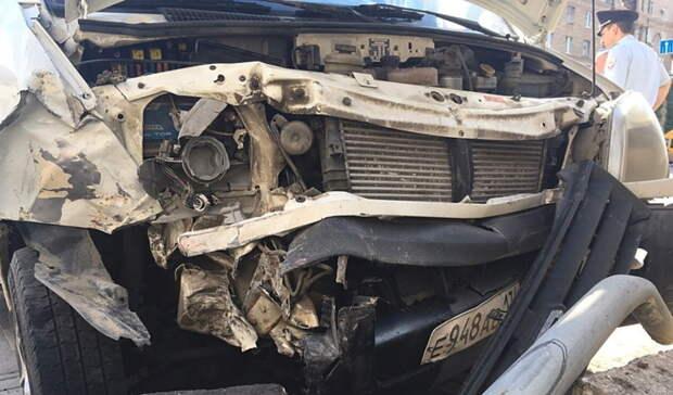 ВТобольске пьяный водитель влетел вколонну стоящих наперекрёстке машин