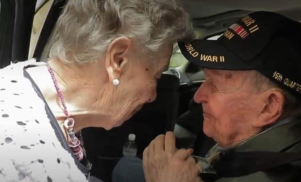 Мужчина всю жизнь вспоминал свою первую любовь и начал искать женщину. Через 75 лет он нашел ее