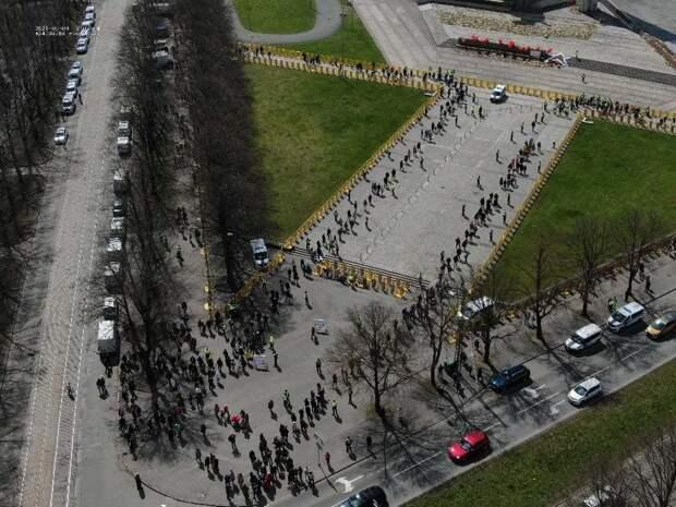 Власти Латвии в День Победы закрыли доступ к памятнику освободителям Риги
