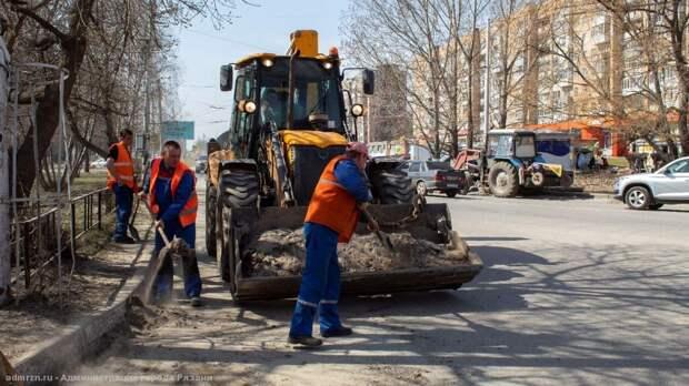 Более 40 рязанцев задействованы в уборке улицы Интернациональной