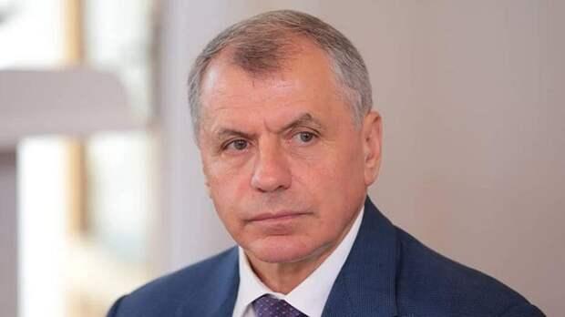 Владимир Константинов резко против использования иностранных слов, засоряющих русский язык