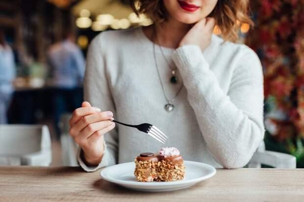 Не увлекайтесь десертами. / Фото: 4tololo.ru