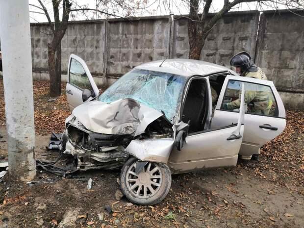 Юный водитель в Ижевске протаранил фонарный столб