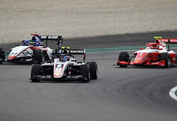 Смоляр против всех: в Барселоне стартует новый сезон Международной Формулы 3