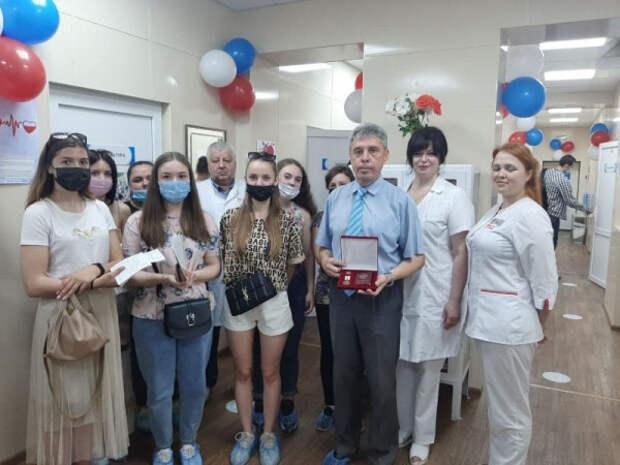 Севастопольца наградили медалью «За содействие донорскому движению»