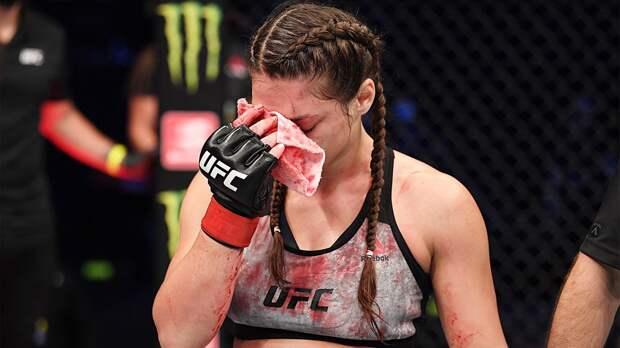 """Девушка-боец из """"Ахмата"""" проиграла в UFC по решению врача. Джоджуа умоляла не останавливать бой из-за рассечения"""