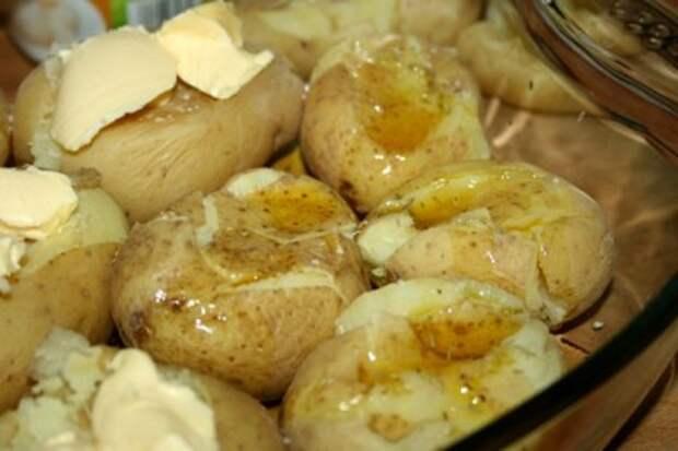 картофель в мундире в духовке целиком