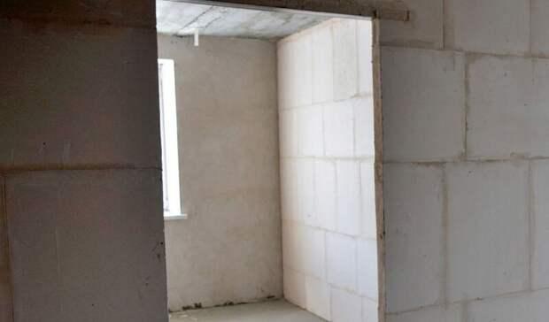 Под Волгоградом сироту поселили в дом без лестничных ступеней