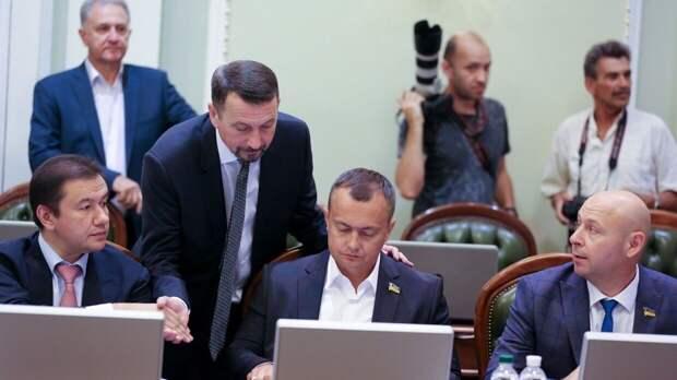 Партия Зеленского лишилась ботоферм в Facebook и Instagram