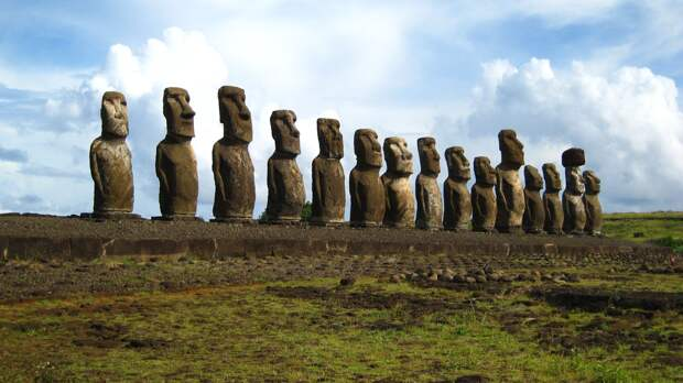 ostrov-pashi-moai.jpg