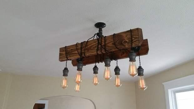 Симпатичная лампа выполнена из дерева, что впечатлит по-максимуму.