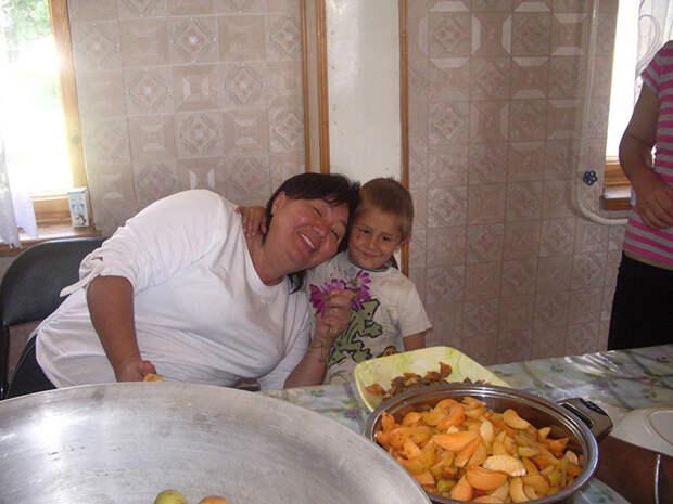 Мама и Сашка.