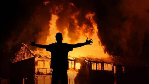 Портал в ад: наулице Дудаева во Львове из-под земли вырвалось пламя (ВИДЕО)
