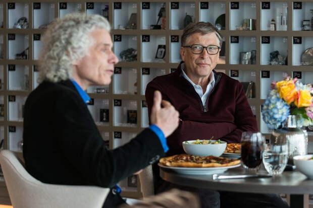 Стивен Пинкер (слева) и Билл Гейтс (справа)