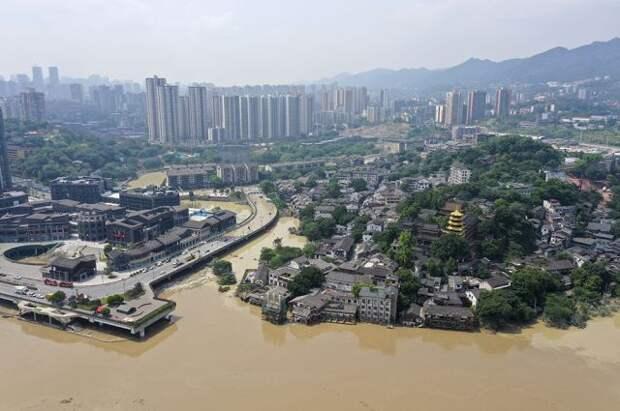 70 тысяч жителей Китая находятся под угрозой из-за ливней