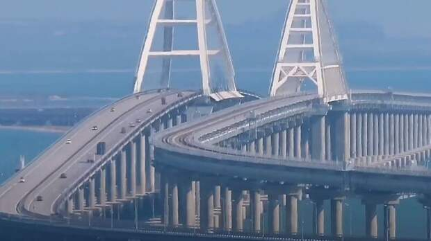 Поток проезжающих по Крымскому мосту россиян вызвал зависть у украинцев
