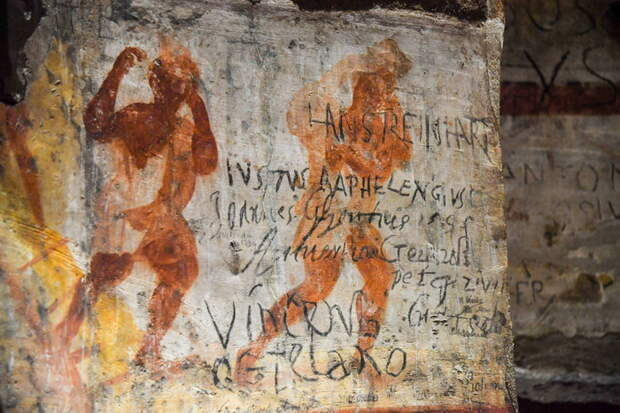 Античные фрески в катакомбах Домитиллы в Риме.