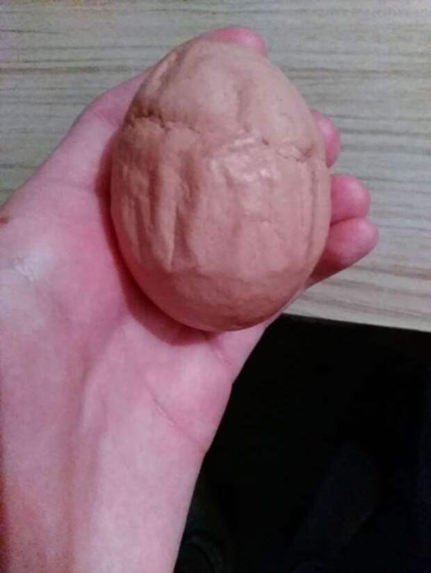 20 странных яиц, которые наверняка удивили даже тех, кто их снес (21 фото)