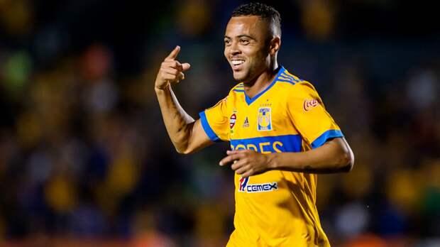 Клуб Рафаэла Кариоки зовет Дзагоева вМексику. Что это вообще значит?