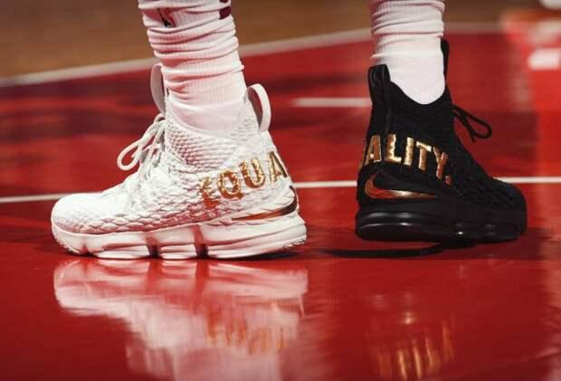 Леброн Джеймс и кроссовки Equality. \ Фото: basket.com.ua.