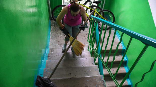 Кто проконтролирует: подъезды вРостовской области решили мыть каждый день