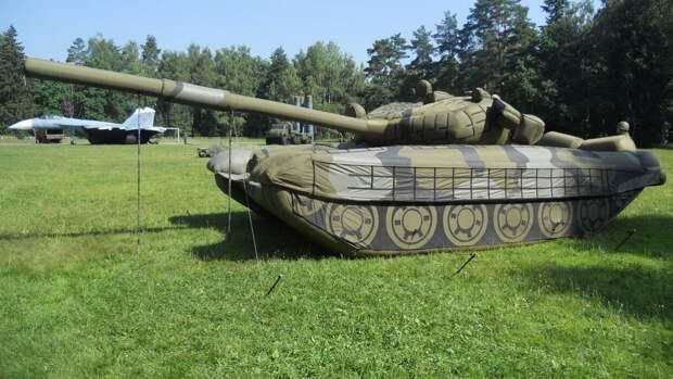 В учениях инженерно-маскировочного полка в Подмосковье приняли участие надувные танки